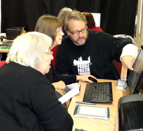 Photoshop Workshop November 9th and 10th 2011. Tutor Phill Evans working with Avril Boyce and Ann Patterson.  Phil is pointing at the computer screen.  Photo by Paula Dower Copyright DASH